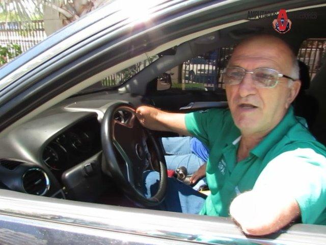 leidener sardinha dirigir carro sem braços